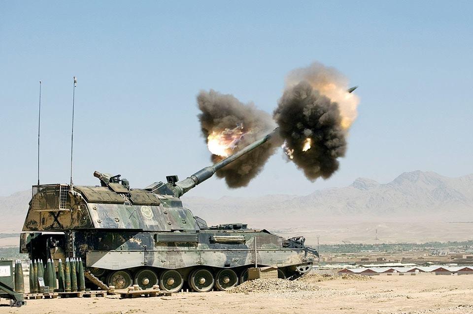 PzH 2000 (Panzerhaubitze 2000) 155mm (Jerman)